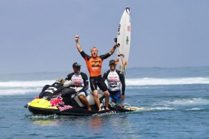 Mick Fanning gewinnt Billabong Pro Tahiti 2012
